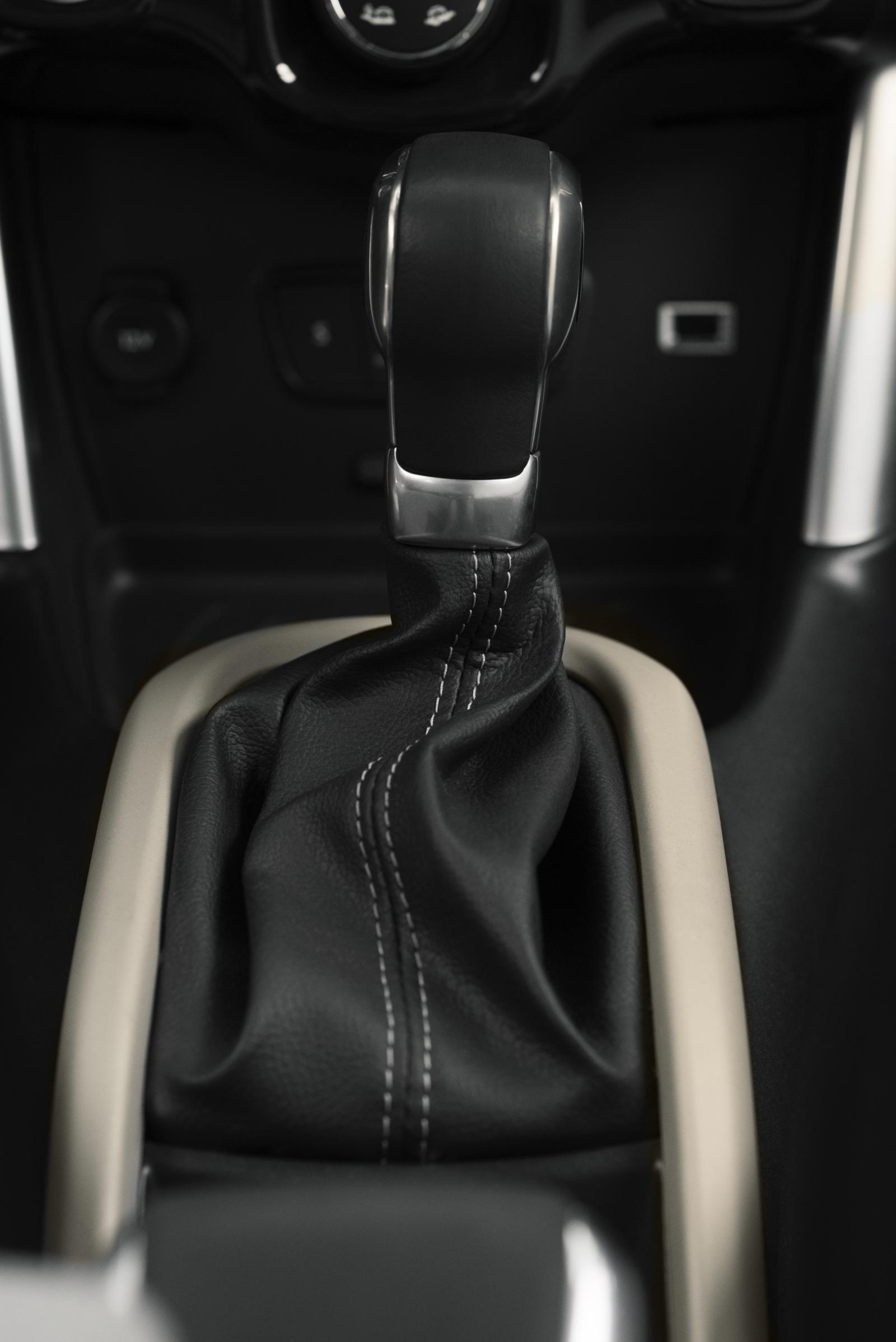 C3 Aircross Compact SUV - Gear stick